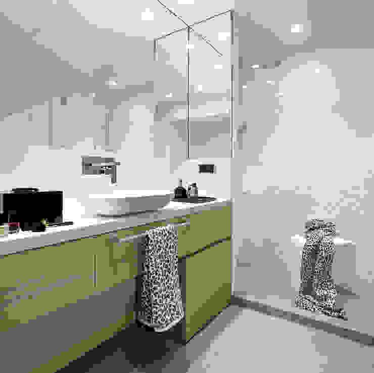 Bathroom by Molins Design, Mediterranean