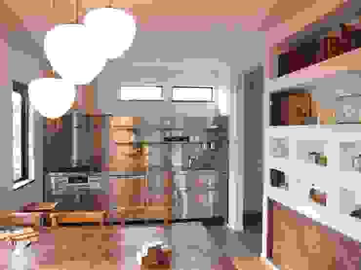 住居部キッチン ミニマルデザインの キッチン の ReBORN House レボンハウス ミニマル 鉄/鋼