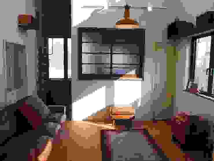 住居部リビング 北欧デザインの リビング の ReBORN House レボンハウス 北欧 木 木目調