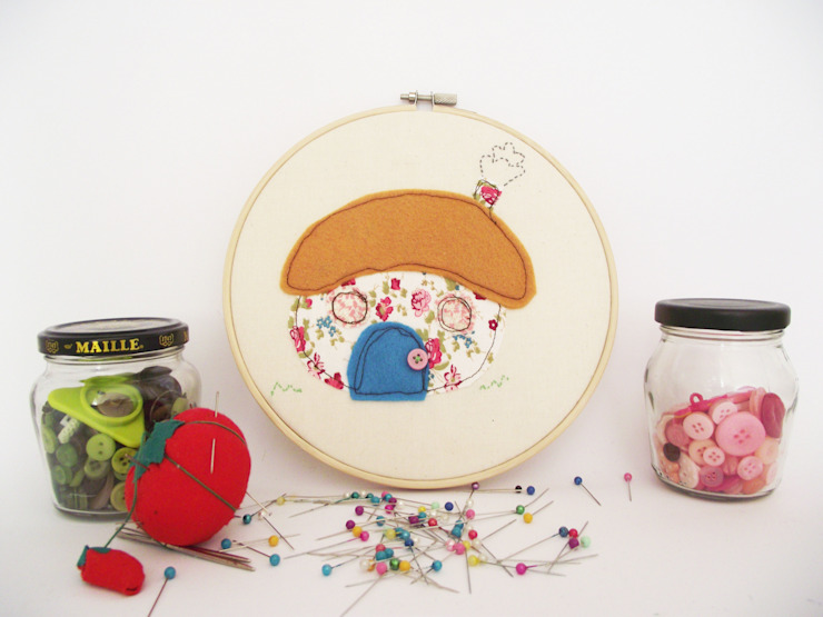 Thatched cottage embroidery hoop art Thimble Hoop Rustik Tekstil Altın Sarısı