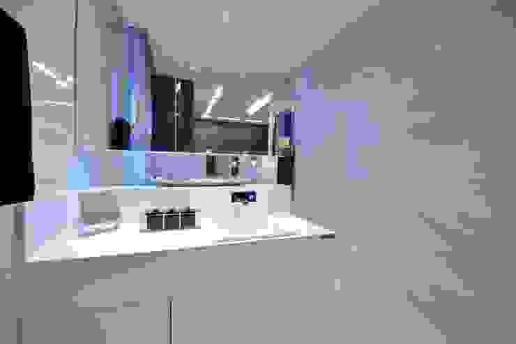 Suíte DOIS (em masculino) Banheiros modernos por Marcelo Minuscoli - Projetos Personalizados Moderno