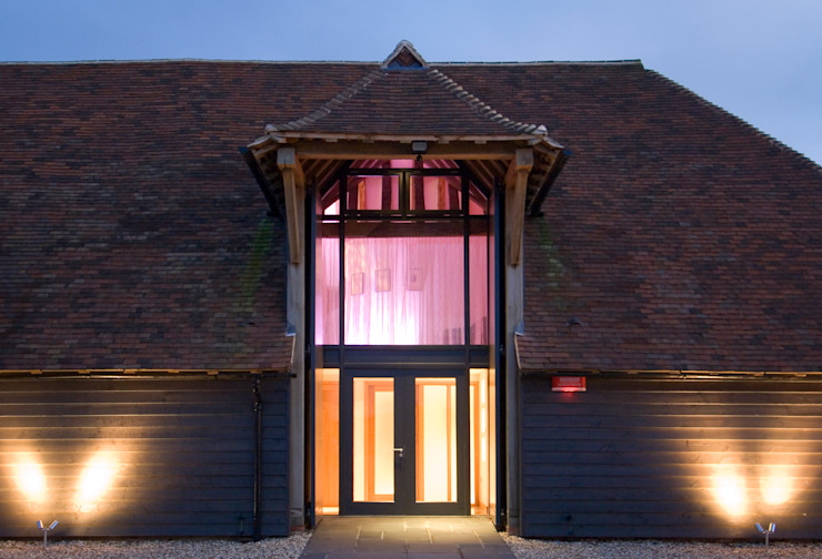 Denne Manor Barn Modern houses by Lee Evans Partnership Modern