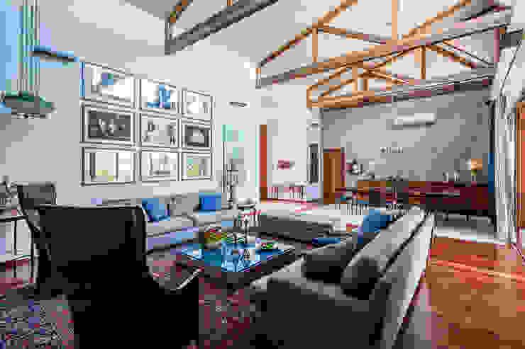 Salas / recibidores de estilo  por Antônio Ferreira Junior e Mário Celso Bernardes, Moderno