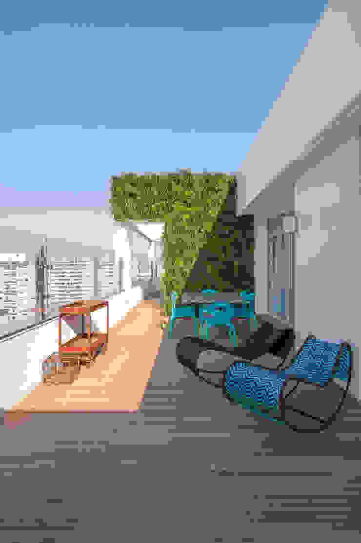 Balcones y terrazas modernos: Ideas, imágenes y decoración de Antônio Ferreira Junior e Mário Celso Bernardes Moderno