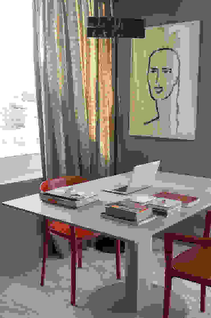 Estudios y oficinas modernos de Antônio Ferreira Junior e Mário Celso Bernardes Moderno