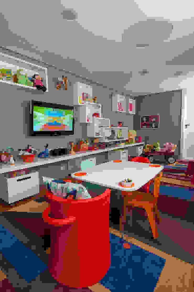 Dormitorios infantiles modernos: de Antônio Ferreira Junior e Mário Celso Bernardes Moderno