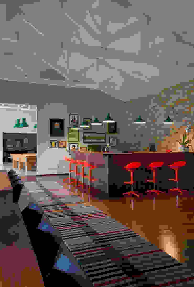 Residência Embu Cozinhas modernas por Antônio Ferreira Junior e Mário Celso Bernardes Moderno