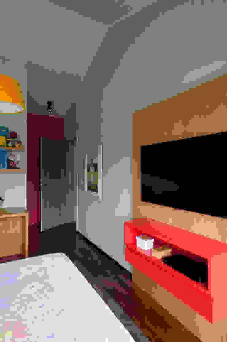 Residência Embu Quartos modernos por Antônio Ferreira Junior e Mário Celso Bernardes Moderno
