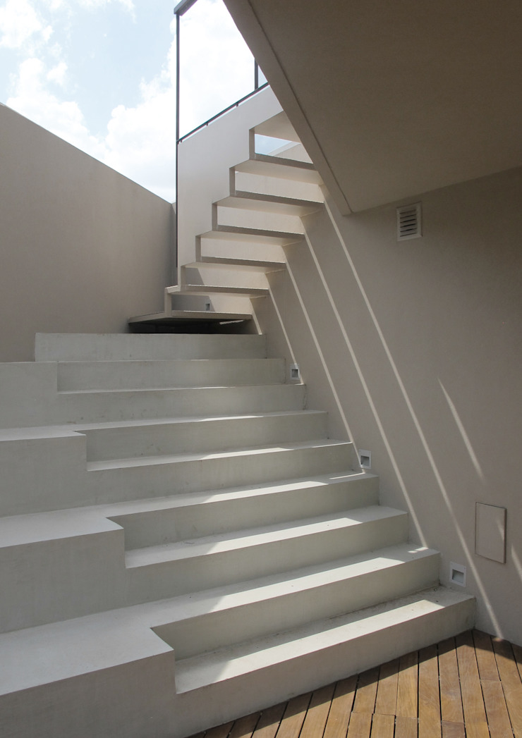 Modern corridor, hallway & stairs by FILM OBRAS DE ARQUITECTURA Modern Concrete