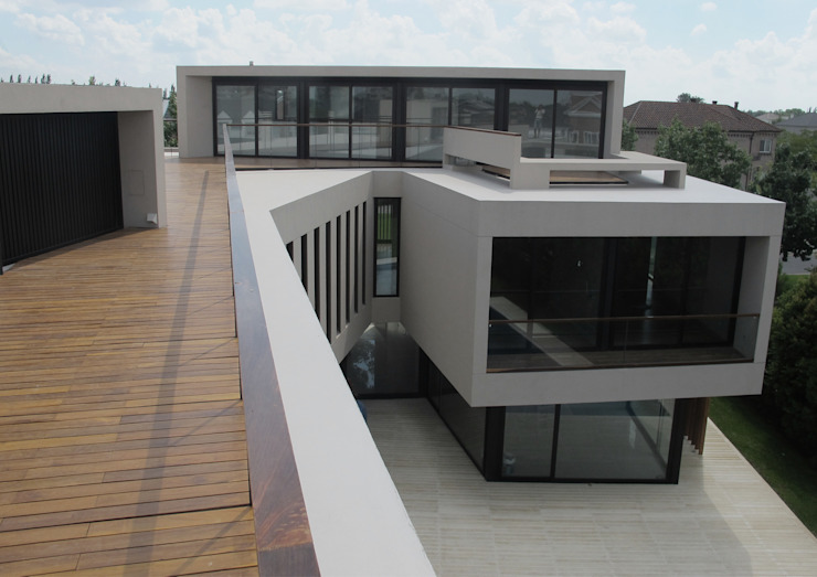 Modern style balcony, porch & terrace by FILM OBRAS DE ARQUITECTURA Modern Wood Wood effect