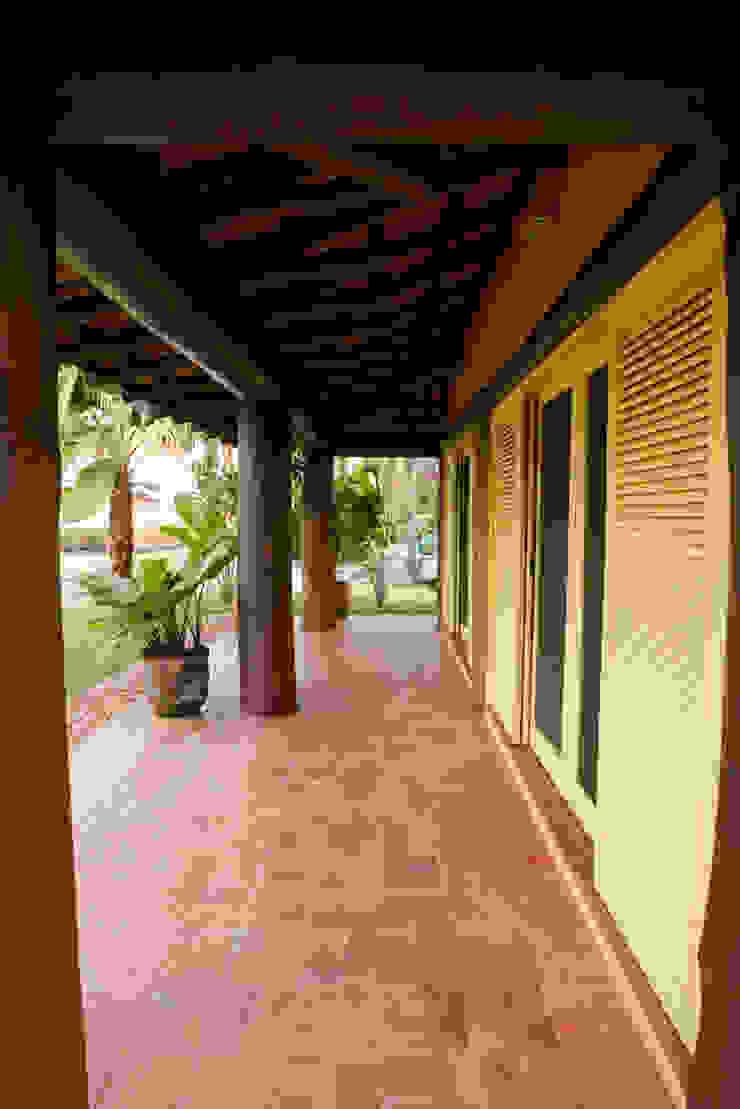 RESIDÊNCIA SL Varandas, alpendres e terraços rústicos por MADUEÑO ARQUITETURA & ENGENHARIA Rústico