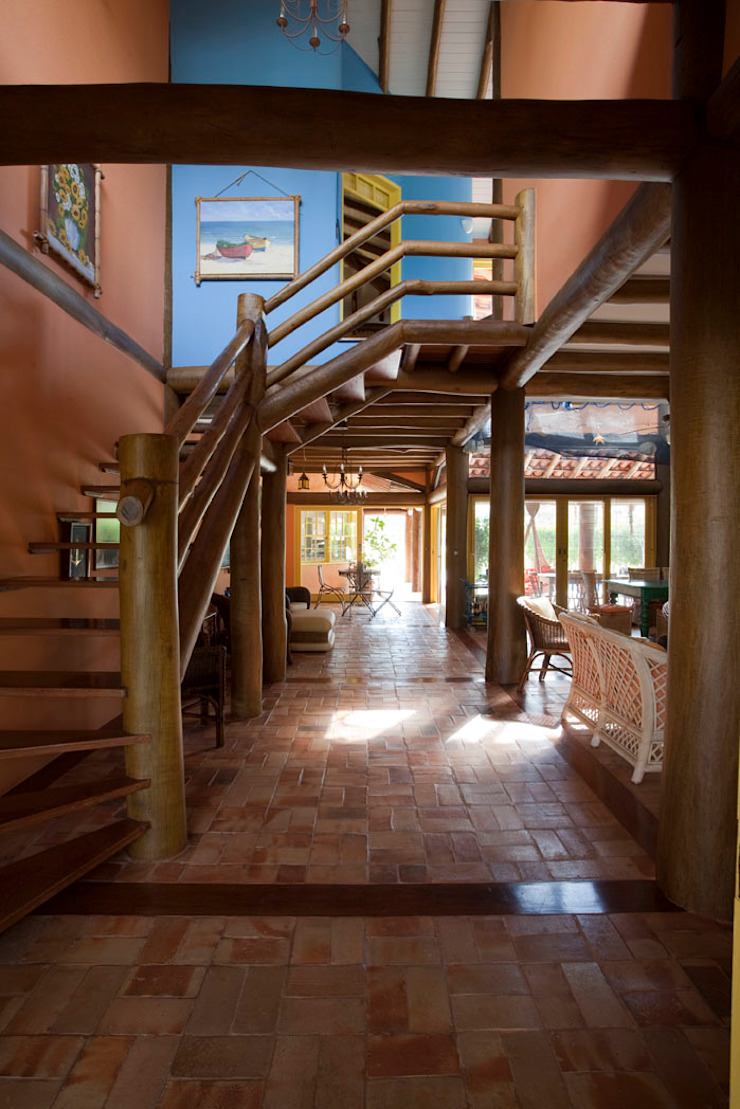 RESIDÊNCIA SL Corredores, halls e escadas rústicos por MADUEÑO ARQUITETURA & ENGENHARIA Rústico