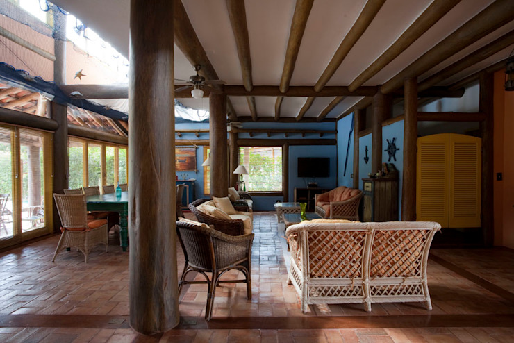 Salas de estar rústicas por MADUEÑO ARQUITETURA & ENGENHARIA Rústico