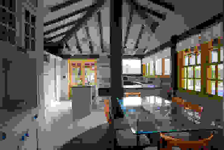 RESIDÊNCIA SL Cozinhas rústicas por MADUEÑO ARQUITETURA & ENGENHARIA Rústico