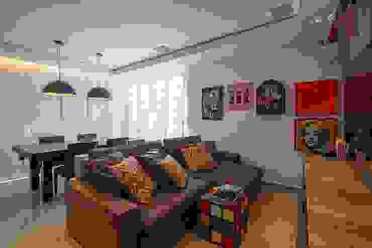 Sala multimediale moderna di Duplex Interiores Moderno