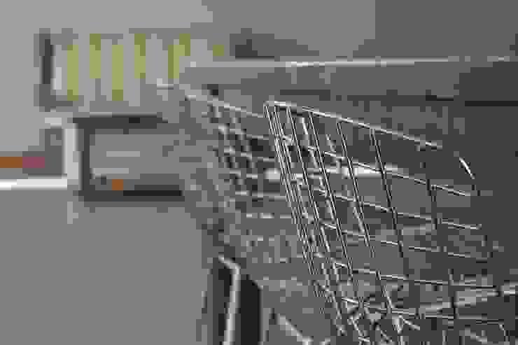 Minimalist dining room by JORGELINA ALVAREZ I arquitecta I Minimalist