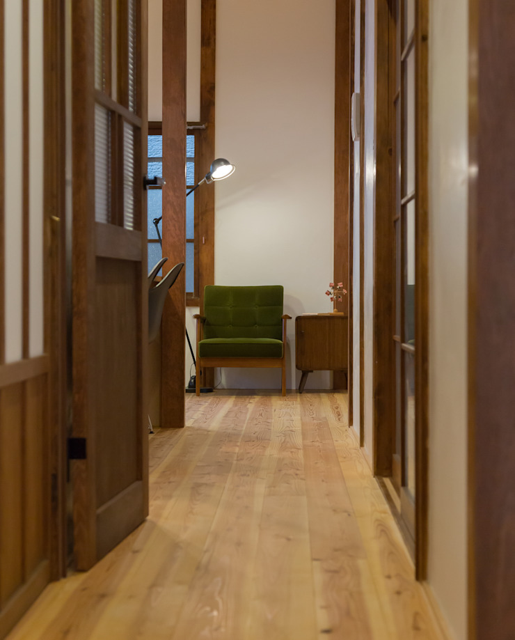 CORRIDOR: リノクラフト株式会社が手掛けた折衷的なです。,オリジナル 木 木目調