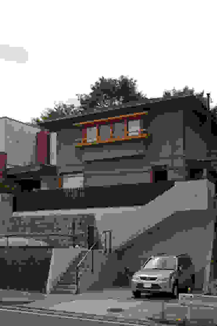 外観 クラシカルな 家 の 小林良孝建築事務所 クラシック 無垢材 多色