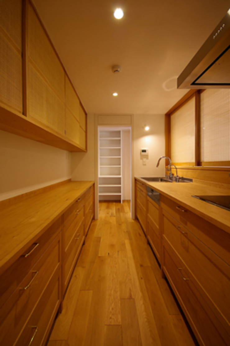 キッチン クラシックデザインの キッチン の 小林良孝建築事務所 クラシック 無垢材 多色