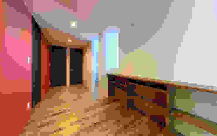 シンプル モダンデザインの 多目的室 の 猪股浩介建築設計 Kosuke InomataARHITECTURE モダン 木 木目調