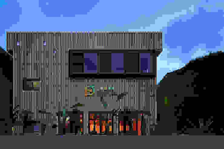 外観1 モダンな 家 の 猪股浩介建築設計 Kosuke InomataARHITECTURE モダン 木 木目調