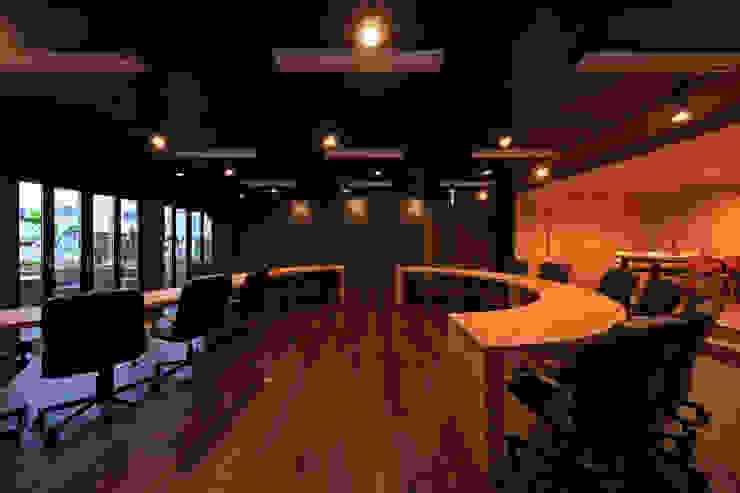 会議室1 モダンデザインの 書斎 の 猪股浩介建築設計 Kosuke InomataARHITECTURE モダン 木 木目調
