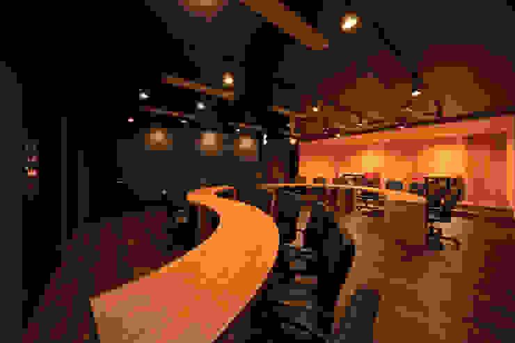 会議室3 モダンデザインの 書斎 の 猪股浩介建築設計 Kosuke InomataARHITECTURE モダン 木 木目調