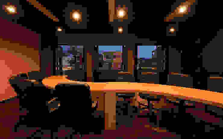 会議室4 モダンデザインの 書斎 の 猪股浩介建築設計 Kosuke InomataARHITECTURE モダン 木 木目調
