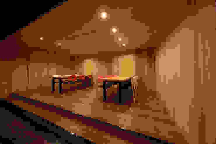 多目的1 モダンデザインの 書斎 の 猪股浩介建築設計 Kosuke InomataARHITECTURE モダン 木 木目調