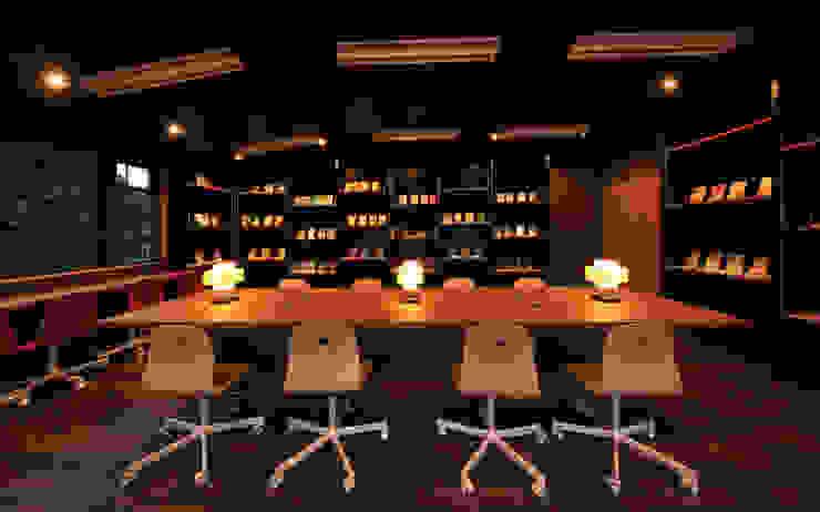 図書室3 モダンデザインの 書斎 の 猪股浩介建築設計 Kosuke InomataARHITECTURE モダン 合板(チップボード)