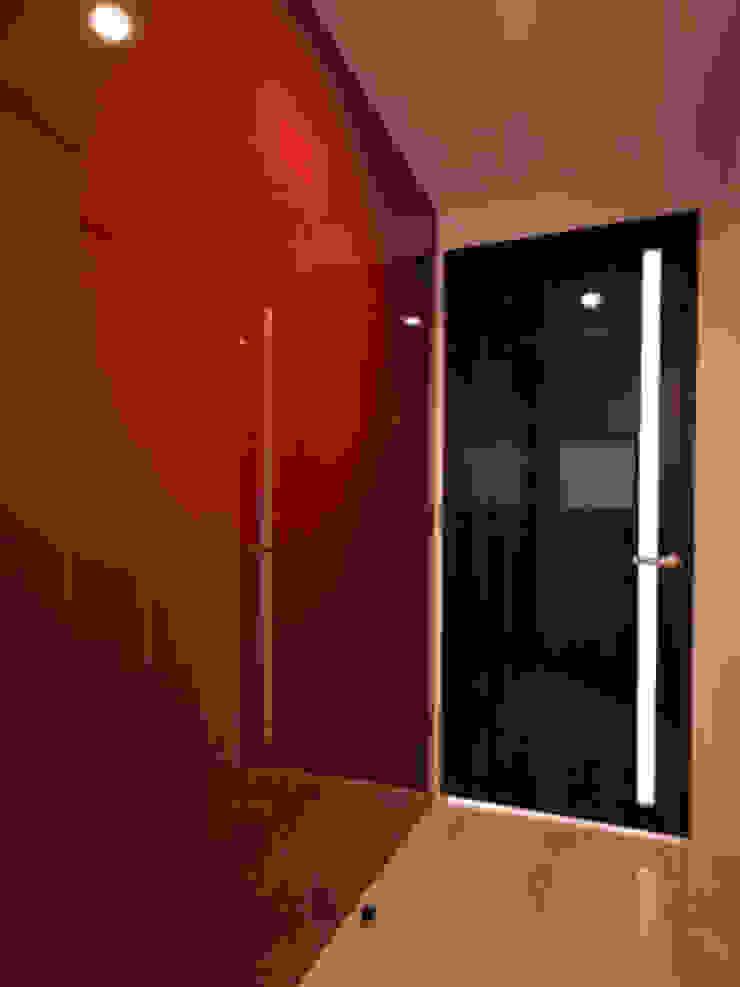 玄関 モダンスタイルの 玄関&廊下&階段 の 株式会社伏見屋一級建築士事務所 モダン