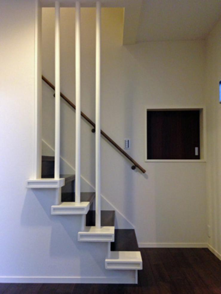 Modern Corridor, Hallway and Staircase by 株式会社伏見屋一級建築士事務所 Modern