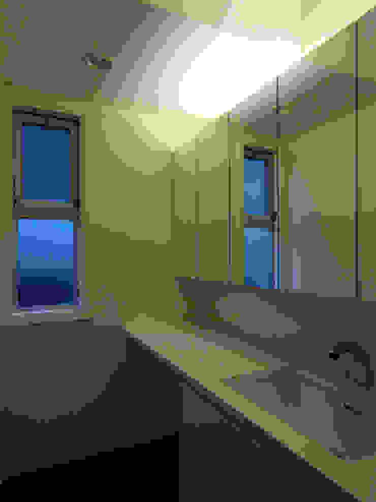 Modern Bathroom by 株式会社伏見屋一級建築士事務所 Modern