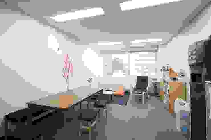 休憩コーナー の 株式会社伏見屋一級建築士事務所 モダン
