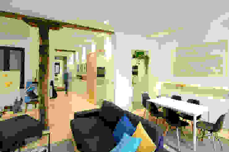 Salas de estar  por Garmendia Cordero arquitectos