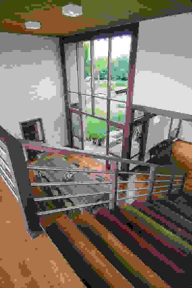 Casa em Itu Mellani Fotografias Modern Corridor, Hallway and Staircase