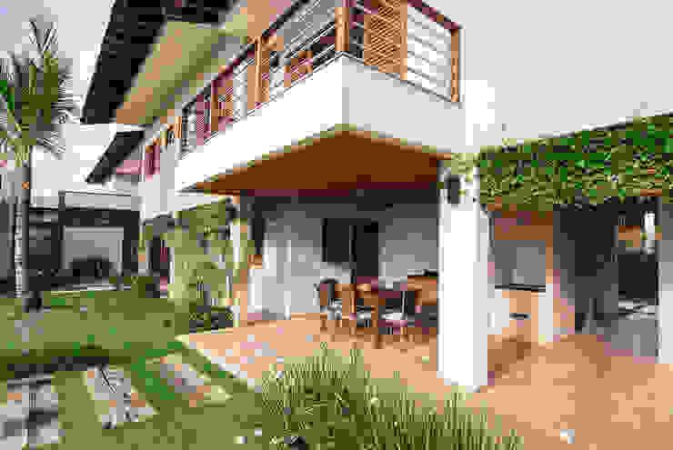 Casa em Itu モダンな 家 の Mellani Fotografias モダン