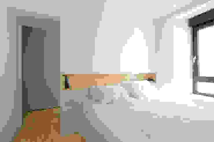 REFORMA VIVIENDA Moderne slaapkamers van Garmendia Cordero arquitectos Modern