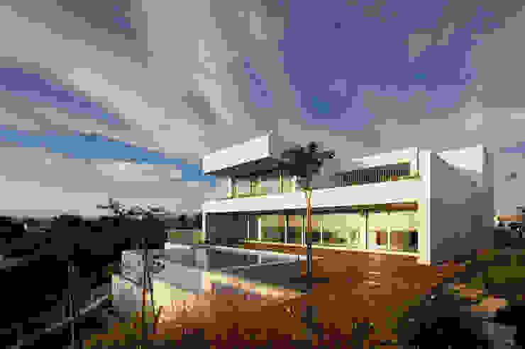 Casas modernas: Ideas, imágenes y decoración de MOM - Atelier de Arquitectura e Design, Lda Moderno