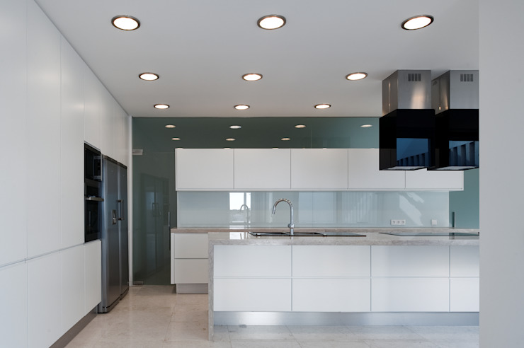 MOM - Atelier de Arquitectura e Design, Lda Modern Kitchen