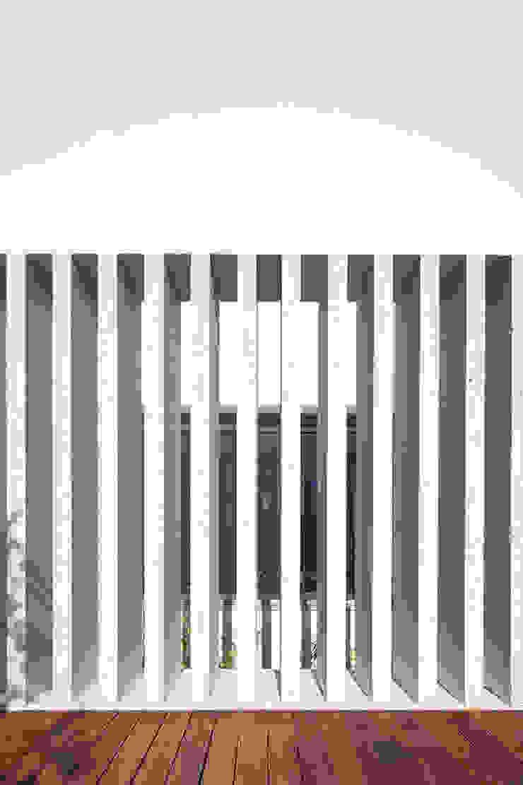 House in Portimão Janelas e portas modernas por MOM - Atelier de Arquitectura e Design, Lda Moderno