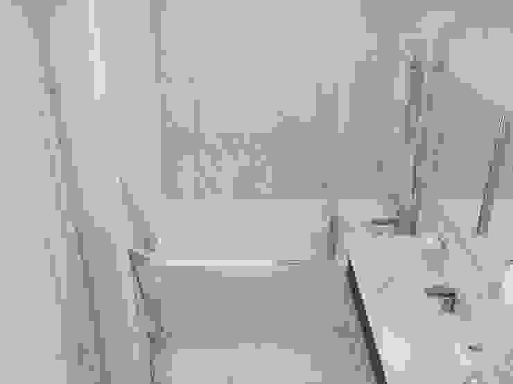 Двухкомнатная квартира в Москве Ванная комната в стиле модерн от EEDS дизайн студия Евгении Ермолаевой Модерн