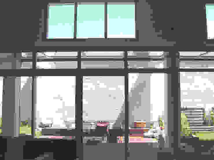 Loft F Balcon, Veranda & Terrasse modernes par FAVRE LIBES Architectes Moderne