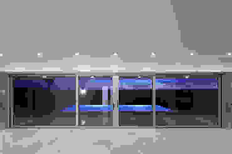 House in Portimão Salas de estar modernas por MOM - Atelier de Arquitectura e Design, Lda Moderno