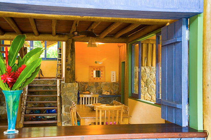 Pasillos y recibidores de estilo  por MADUEÑO ARQUITETURA & ENGENHARIA, Rústico
