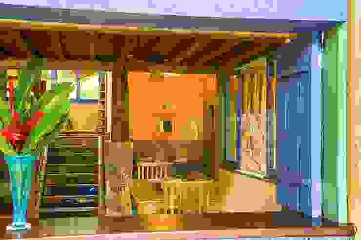 Rustic style corridor, hallway & stairs by MADUEÑO ARQUITETURA & ENGENHARIA Rustic