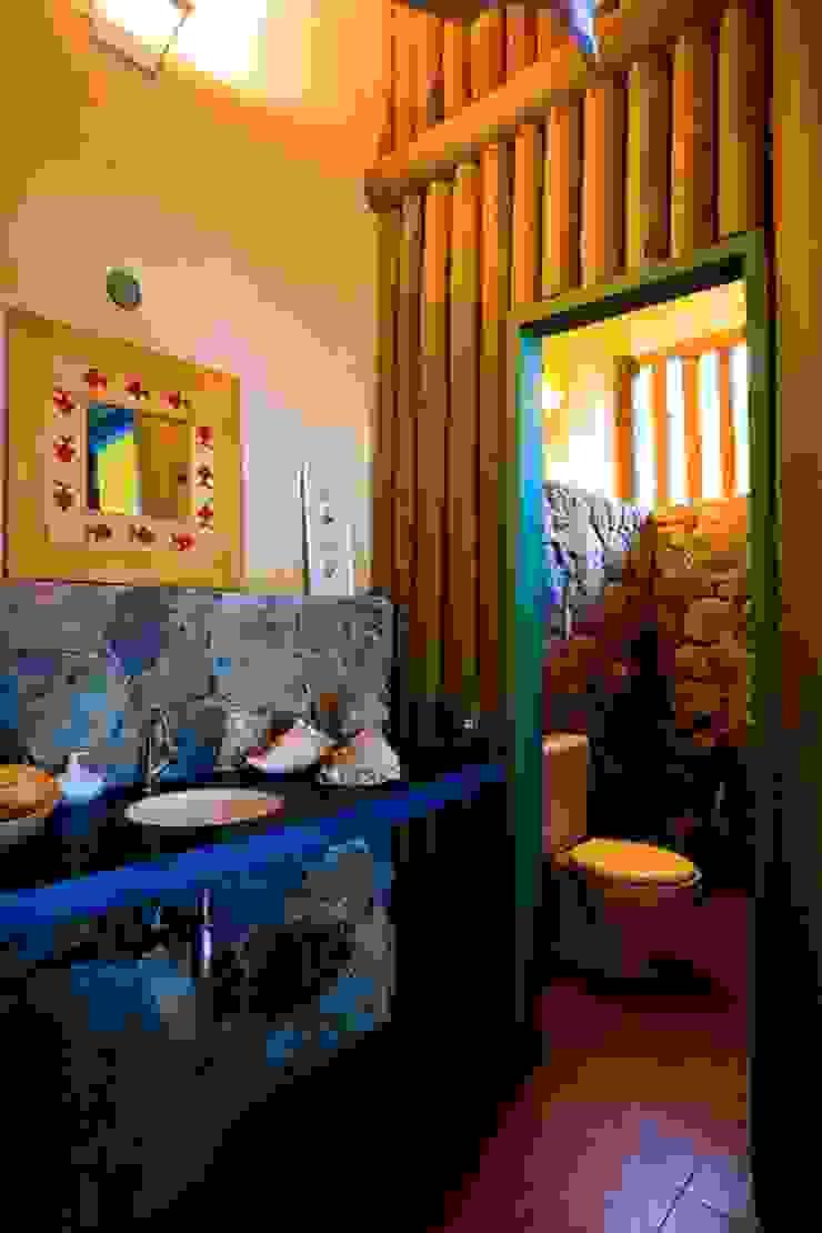 Salle de bain rustique par MADUEÑO ARQUITETURA & ENGENHARIA Rustique