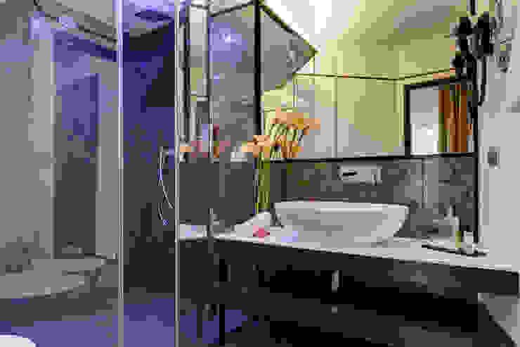 Bagno suite Hotel moderni di FAUSTO DI ROCCO ARCHITETTO Moderno Vetro
