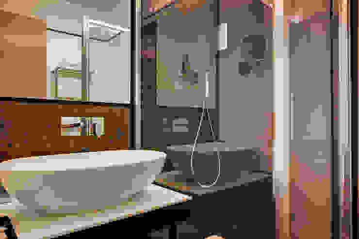 Bagno in camera Hotel moderni di FAUSTO DI ROCCO ARCHITETTO Moderno Vetro