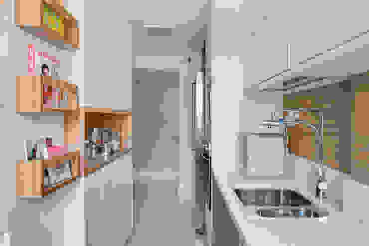 Cozinha gourmet Cozinhas modernas por Carolina Mendonça Projetos de Arquitetura e Interiores LTDA Moderno